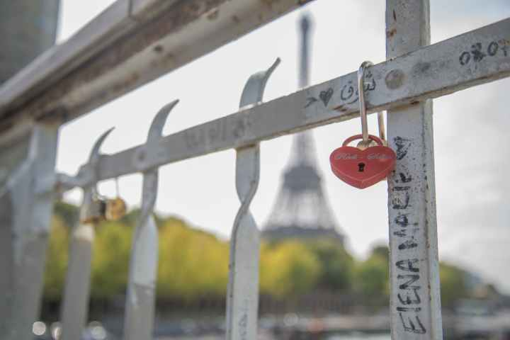 close up photography of heart shaped padlock